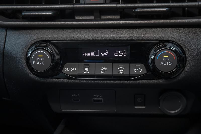 オートエアコンは全車標準装備