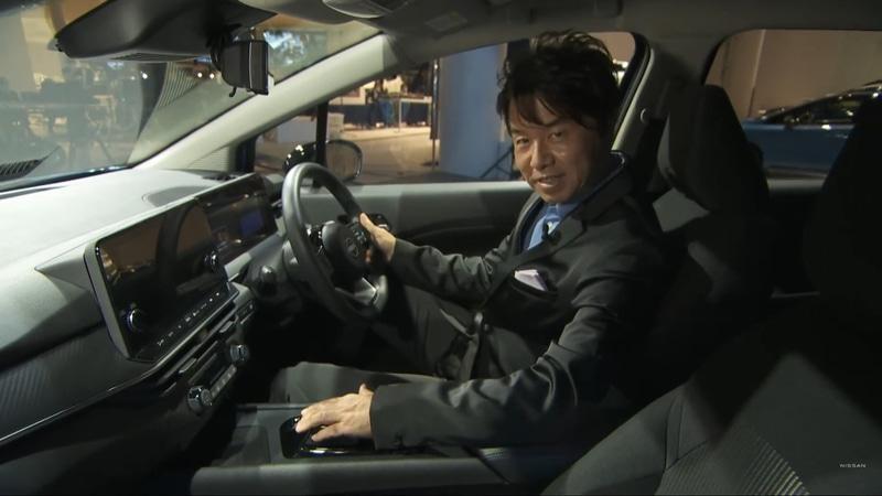 実際に運転席に座り解説する入江氏
