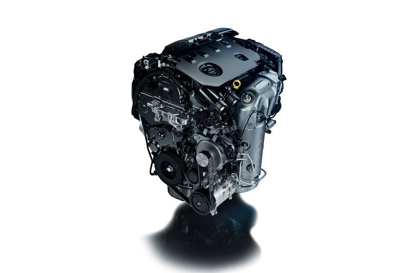 最高出力96kW(130PS)/3750rpm、最大トルク300Nm/1750rpmを発生する直列4気筒DOHC 1.5リッターディーゼルターボ「DV5」エンジンを搭載。トランスミッションに8速ATを組み合わせる