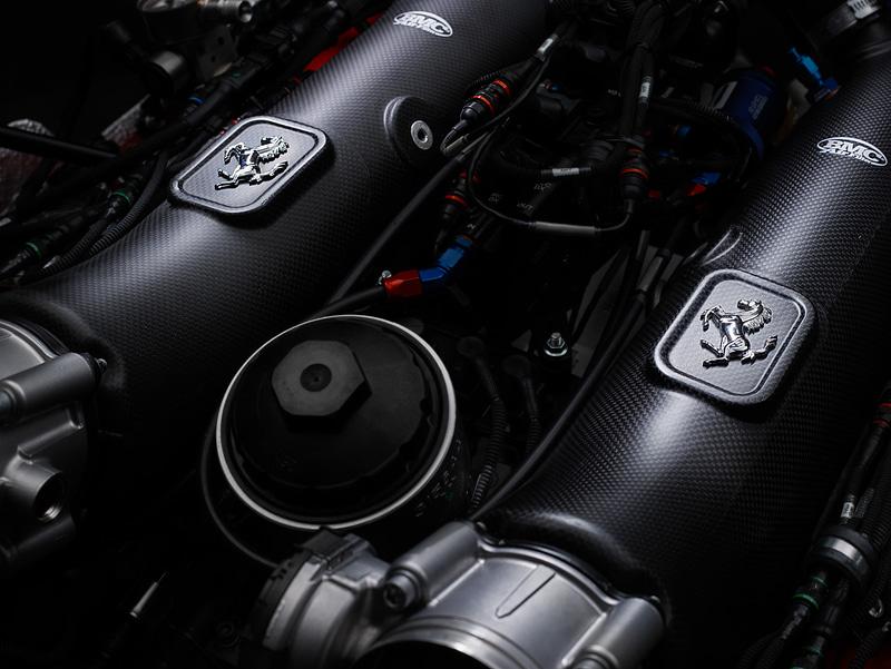 最高出力約700CVを発生するV型8気筒 ツインターボエンジン