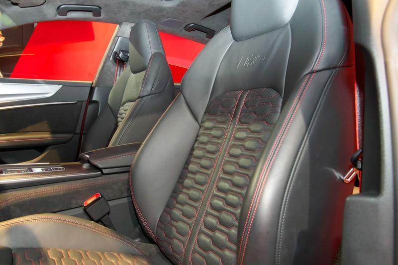 RS 7 スポーツバックの内装は黒をベースとしたもの