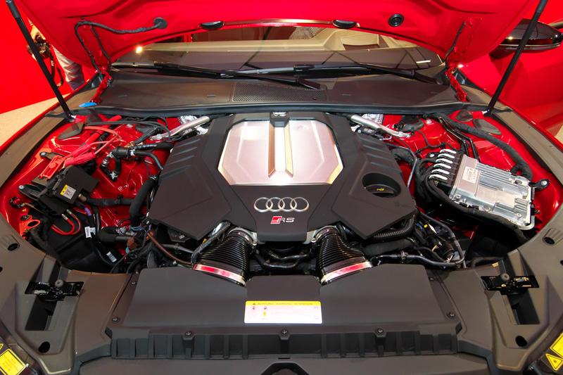 V型8気筒 4.0リッターエンジン。最高出力は600PSを発生