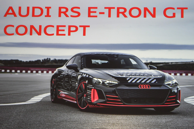 スライド紹介された、RS E-TRON GTコンセプト