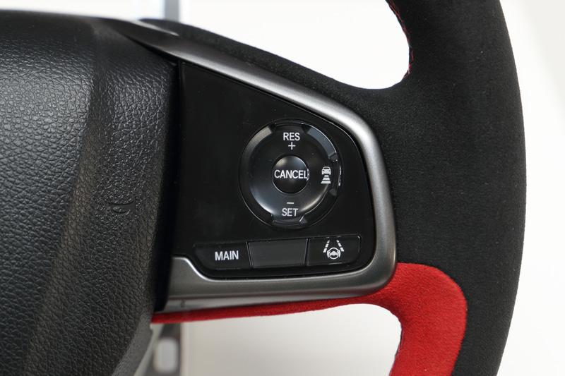左が2017年モデル、右がマイチェンした2020年モデル。右側にACCやLKASなどHonda SENSINGのボタンが追加された