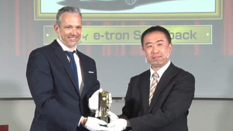 アウディ「e-tron Sportback」が「テクノロジー・カー・オブ・ザ・イヤー」受賞。授賞理由:高度な回生システムを備えた発電&蓄電テクノロジーを採用。EV 特有のノイズを一切排除し、プレミアムモデルらしい快適性を実現した。大型スクリーンを奢ったインテリアやデジタル式の「バーチャルエクステリアミラー」の設定もEV 専用車らしい演出。前後輪の電気モーターによる強力な駆動力、実用的な405kmの航続距離も評価を集めた