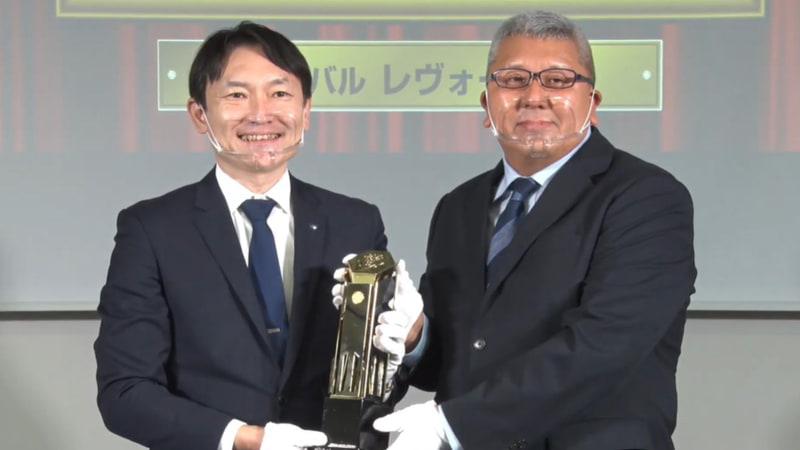新型「レヴォーグ」開発責任者 五島賢氏(写真左)