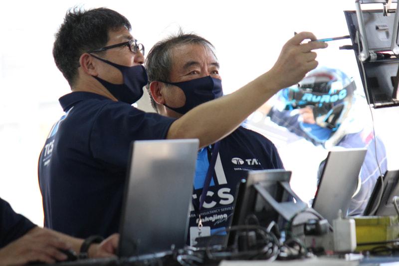 エンジニアたちは常にデータを見ながら、戦略を立てたり、セッティングを進めたりしていく(提供:日本TCS)
