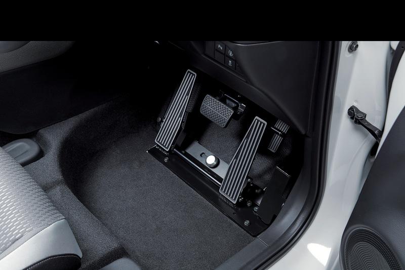 左足だけでアクセルとブレーキの操作が可能になる「Honda・テックマチックシステム 左足用アクセルペダル <Bタイプ>」