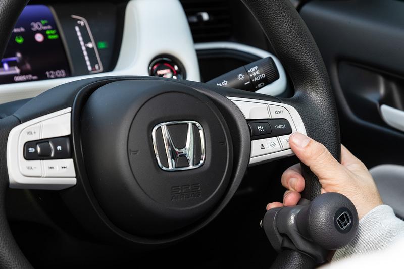 渋滞時に先行車を検知し、ボタン1つで追従を開始することができるホンダ センシングのACC機能