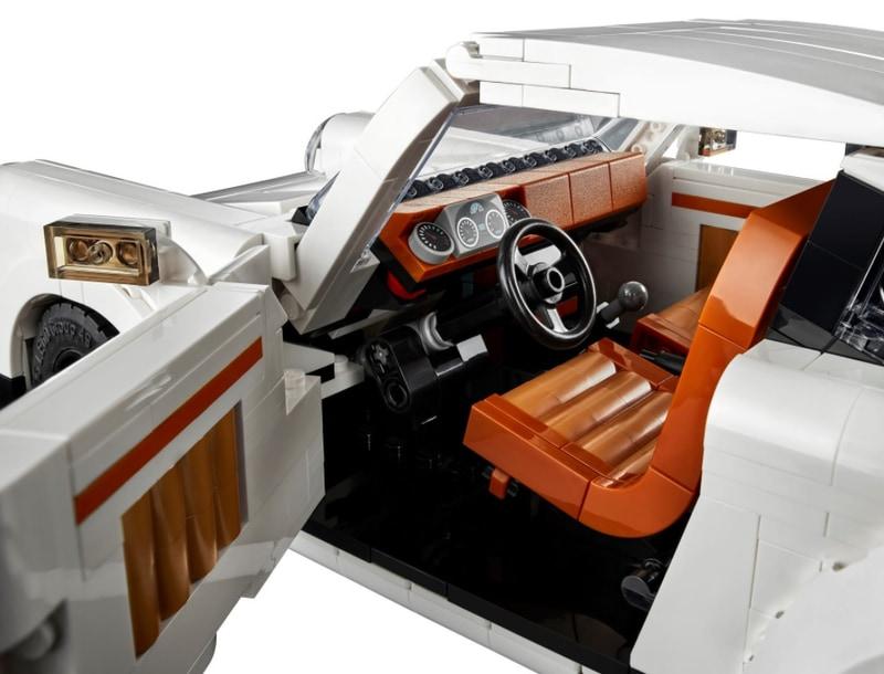 内装色はダークオレンジとヌガーを採用