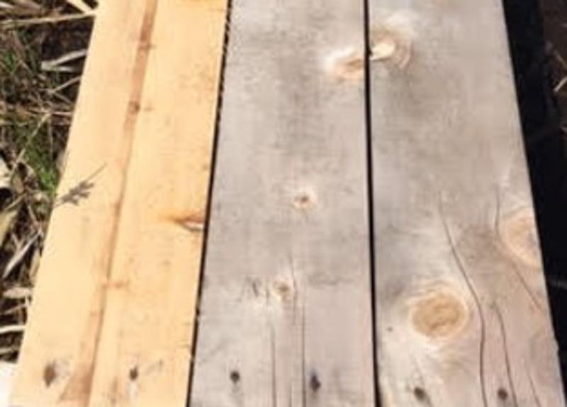 1年間屋外で使用した木材写真。左:液体ガラス加工を施したもの、中・右:無処理