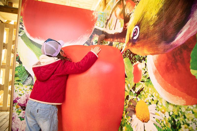 「菜園めいろ ポタジェンヌ」では大きく育った野菜や果物の中を冒険しながら、スタンプを集めたりして5階のゴールを目指す