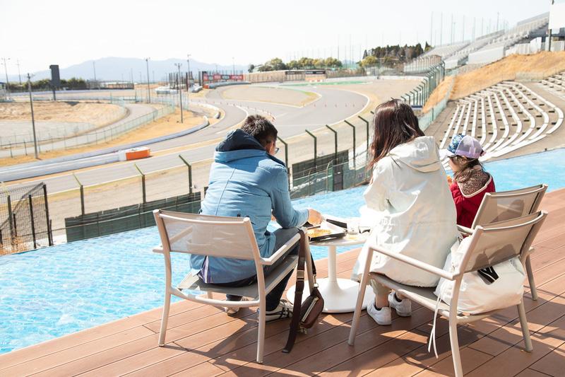 コースサイドピッツェリア GRAN VIEWでは国際レーシングコースと伊勢湾まで一望できる
