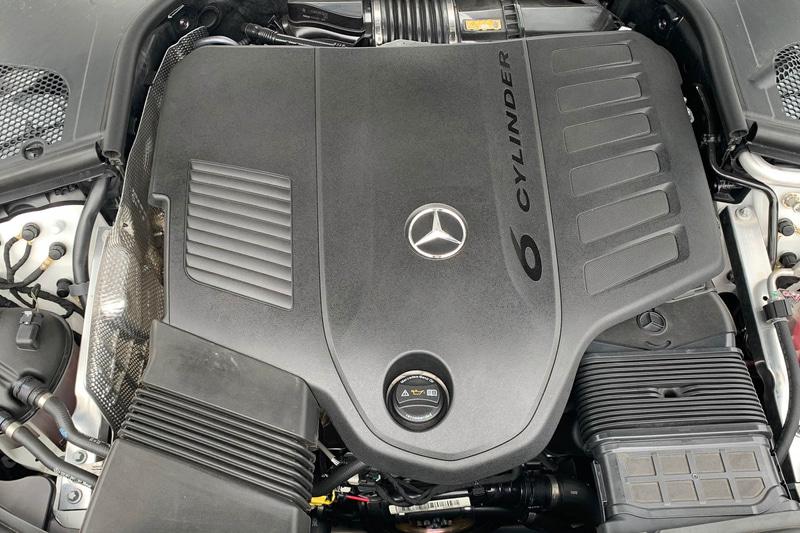 直列6気筒 3.0リッター+48Vマイルドハイブリッド+電動スーパーチャージャー+ツインスクロールターボ……。ちなみに3.0リッターディーゼルターボもある