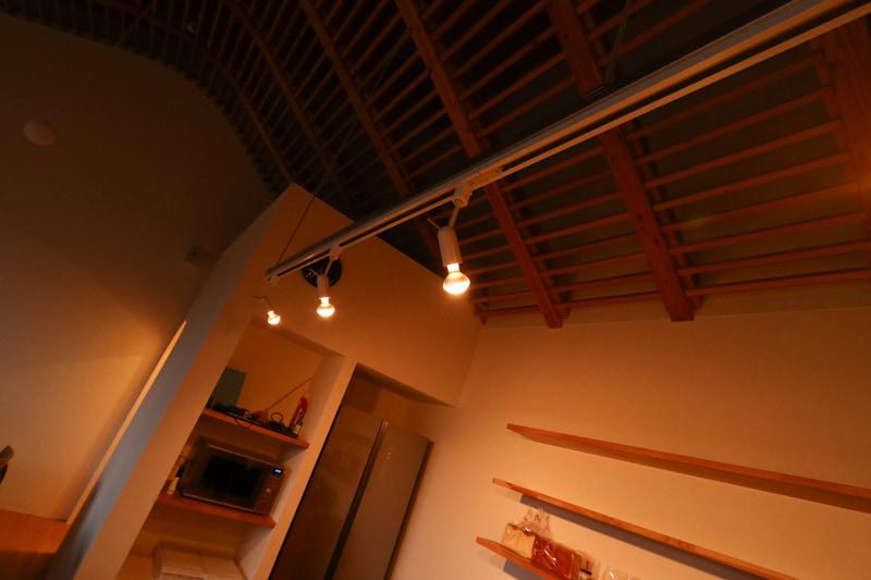 V2Hで給電を開始すると建物内の照明が点灯した
