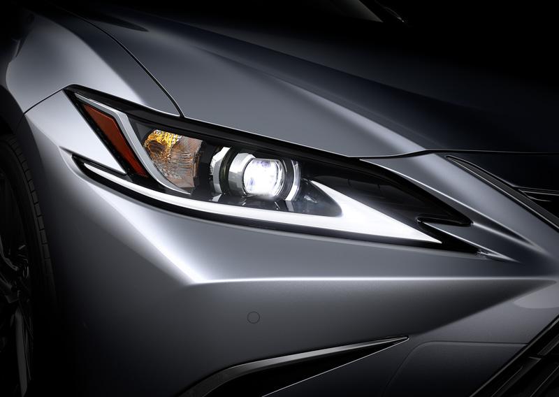 単眼ランプは新小型ユニットに変更。3眼ランプはブレードスキャン式アダプティブハイビームシステム(AHS)が採用され、機能性の向上とともに、新薄型ランプユニット採用により、鋭い表情に仕上げられている(画像はプロトタイプ)