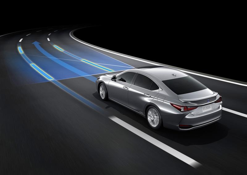 加えてドライバーの操舵をきっかけに車線内で操舵をアシストする緊急時操舵支援や低速時の事故予防をサポートする低速時加速抑制などの機能が追加された