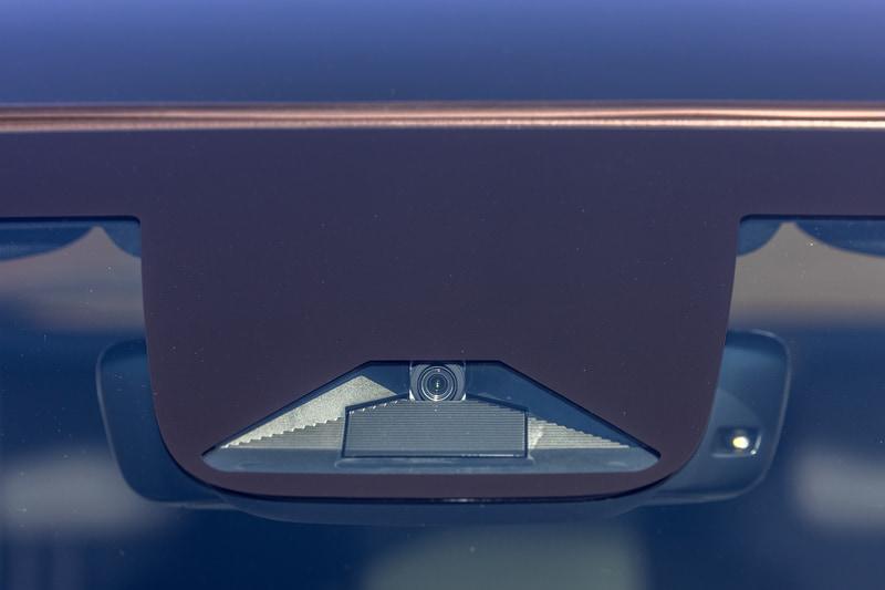 ホンダセンシング用のフロントカメラは画角を100度にワイド化。ガラスが曇るのを防ぐための防曇ヒーターも装備