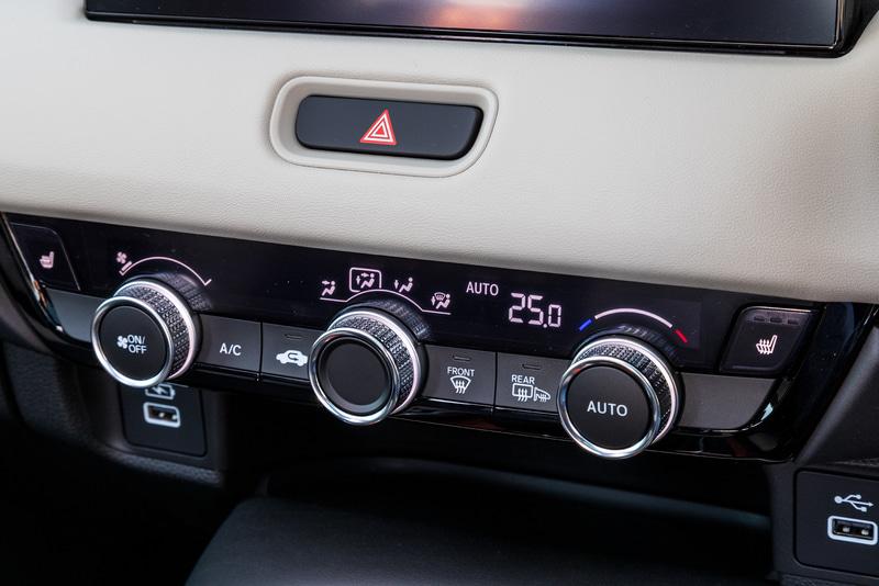 フルオートエアコンは全車標準。e:HEV Zのみ左右独立温度調節が可能