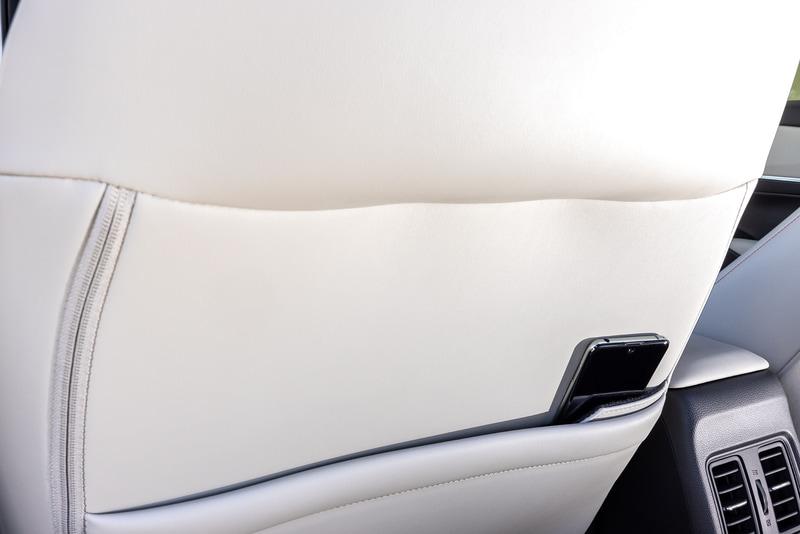 前席バックレスト部にシートバックポケットとスマートフォポケットを装備。e:HEV Zとe:HEV PLaYは運転席側、助手席側ともに用意される
