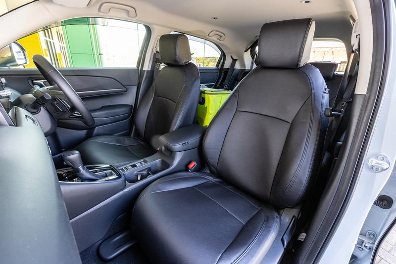 合皮製のシートカバーはe:HEV XやGグレードに装着したいアイテム