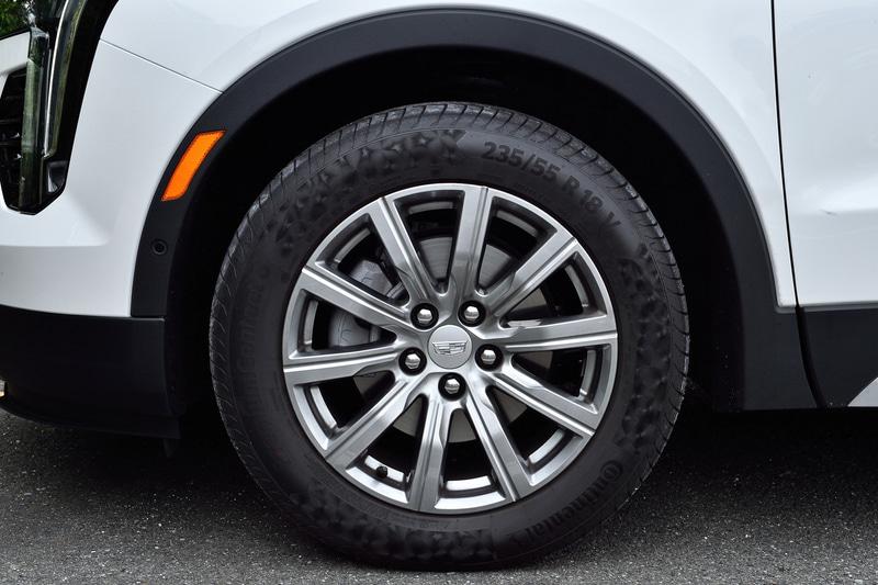 装着タイヤはグレードで異なり「プレミアム」は18インチ、「プラチナム」と「スポーツ」は20インチを履く。写真はプレミアムの18インチ