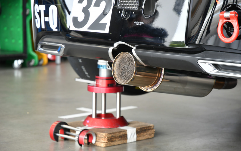 マフラー、エンジンをかけると水蒸気が出るという