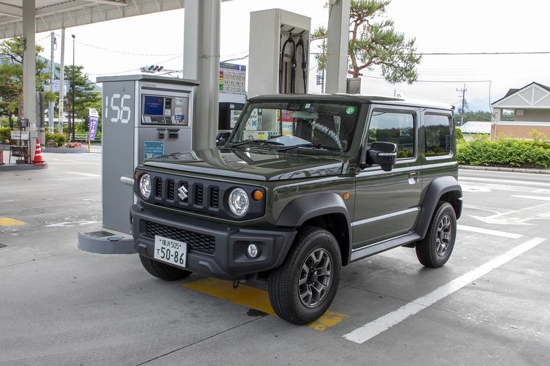 一般道と高速道路を合わせての燃費は約13km/L。使用ガソリンはレギュラーでタンク容量は40L