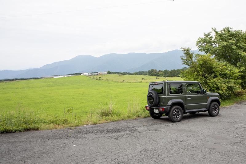 しばらく行くと朝霧高原を通る。進行方向に対して左手に富士山、右は牧場という風景が続くエリアもあって仕事に行く感覚が薄れる