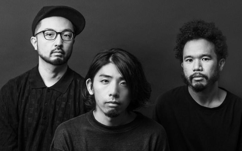 オーバル(Ovall)プロフィール:Shingo Suzuki、mabanua、関口シンゴによるトリオバンド。メンバー全員がソロアーティスト/ミュージシャン/プロデューサーとしても活動するマルチプレイヤー集団。2006年から現メンバーでの活動を本格化、現在に至るまでジャンルよりもミュージシャンシップを軸に置く姿勢を貫く。2013年にバンド活動を休止したが2017年に再始動した