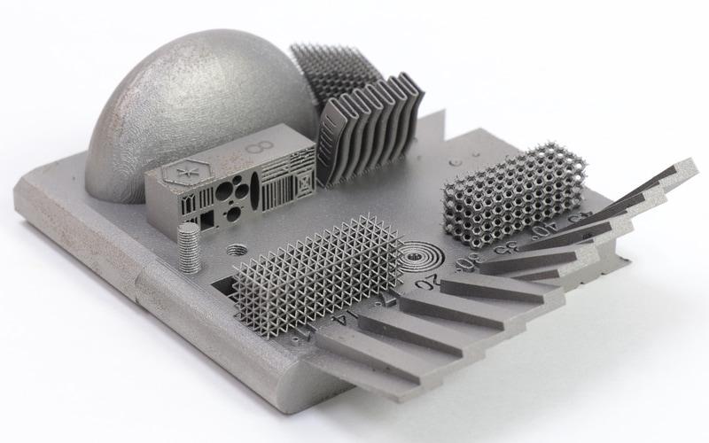 金属積層造形技術で作られた立体物。切削では不可能な複雑さ