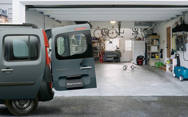 カングー リミテッド ディーゼル MTのボディサイズは4280×1830×1810mm(全長×全幅×全高)、ホイールベースは2700mm。車両重量は従来の1.2リッターガソリンターボ(115PS/190Nm)に6速MTを組み合わせる「カングーゼン 6MT」から90kg増の1520kg