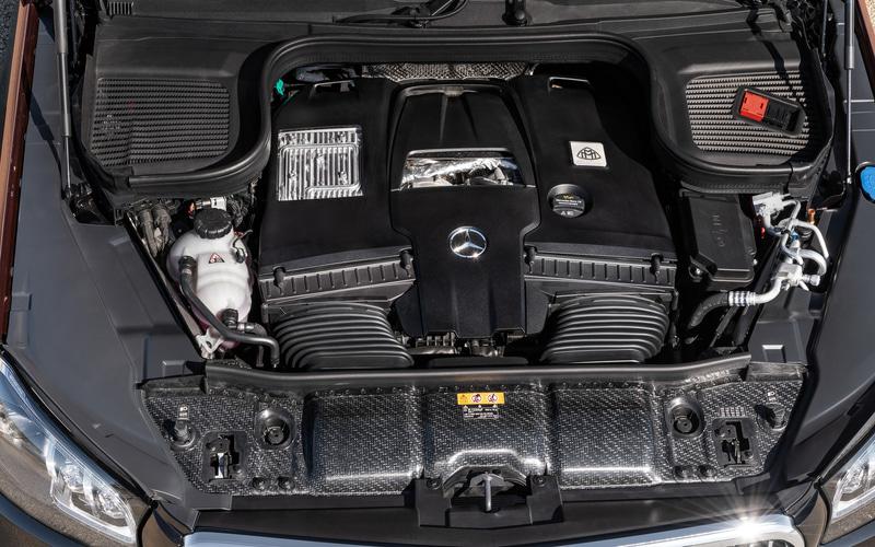 専用開発のV型8気筒 4.0リッターエンジンは、最高出力410kW(558HP)/6000-6500rpm、最大トルク730Nm/2500-5000rpmを発生する
