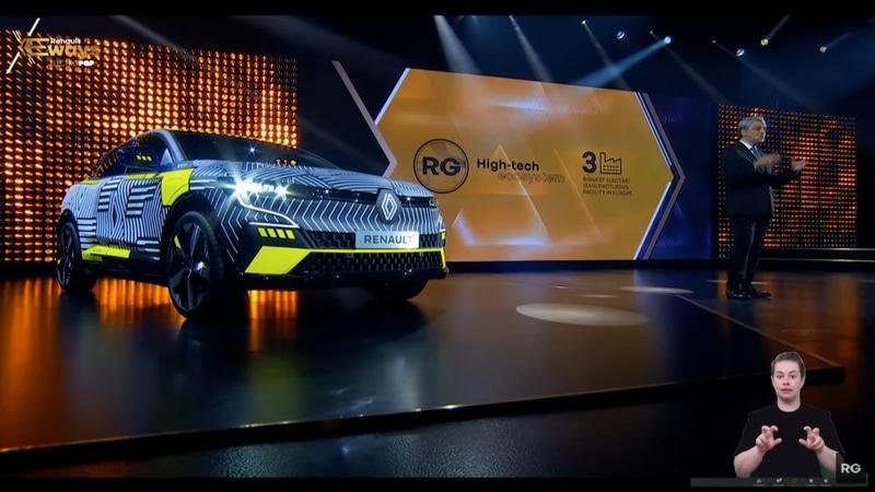 オンラインカンファレンス「Renault eWays」のステージには、先日発表されたばかりのニューモデル「メガーヌ E-TECH Electric」も展示された