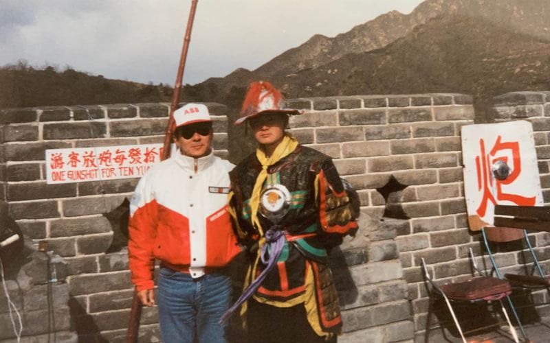 最終SSは万里の長城をくぐって感動的なフィニッシュ。リスタートまでに時間があるので観光してみた。土産物屋さんもたくさんあり、進出したばかりのケンタッキーもあった。中華風味でなんか違う気もしたけどおいしかった