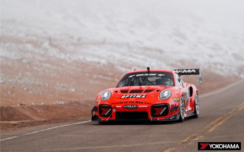 パイクスピークオープンクラスで優勝したRaphael Astier選手の「2015 Porsche BBI Turbo Cup」