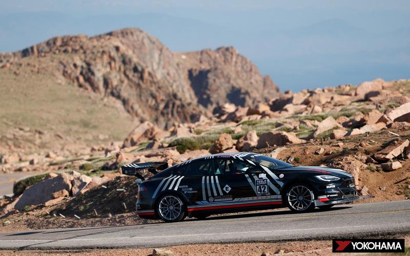 エキシビションクラスで優勝したRandy Pobst選手の「2021 Tesla Model S Plaid」