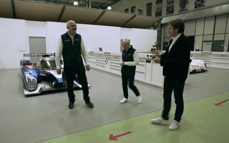 プジョー 908。2009年のル・マン24時間レース優勝車両を前にプレゼンテーションが行なわれた