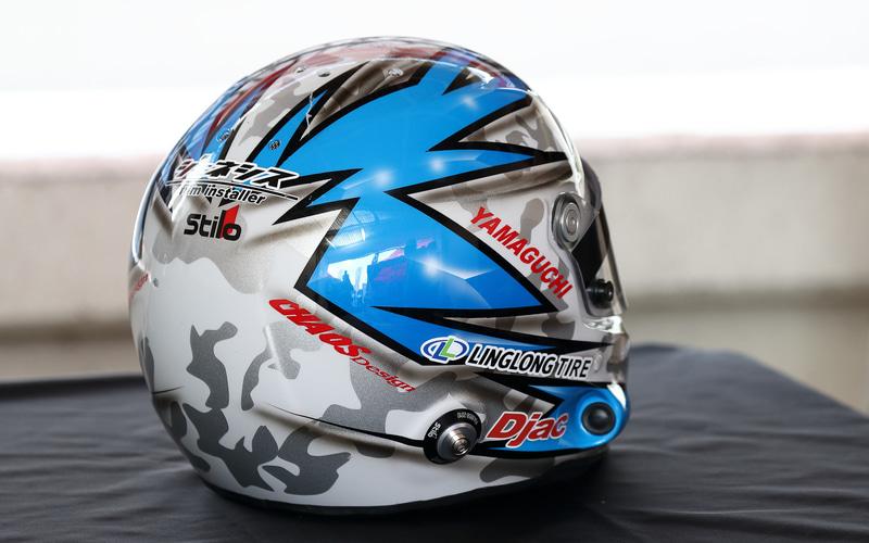こちらは山口選手のヘルメット。このグラフィックもマシンカラーをイメージしているので、レーシングスーツと合わせたときのビジュアルはこれまで以上に統一感のあるものに仕上がっている