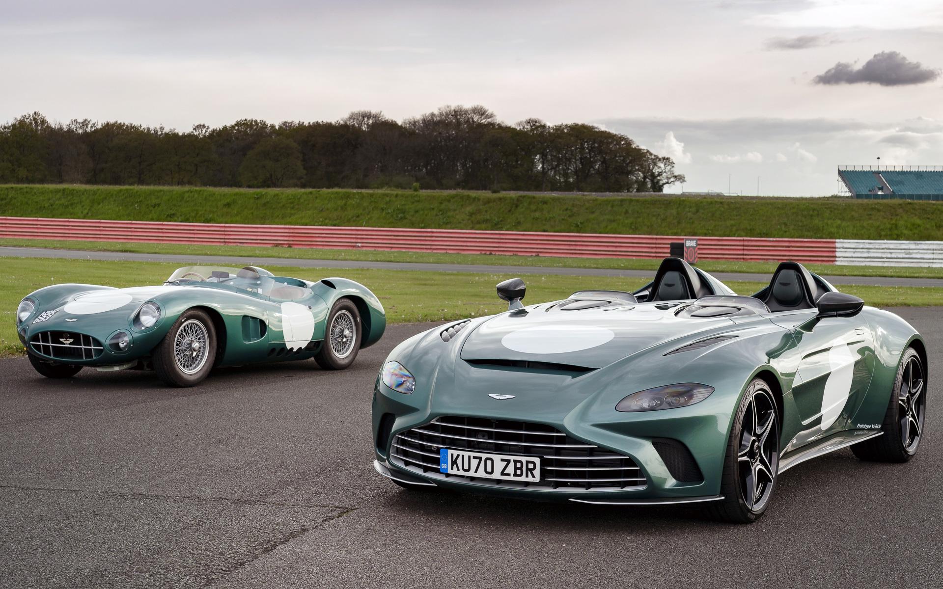 V12 スピードスター(右)とDBR1(左)