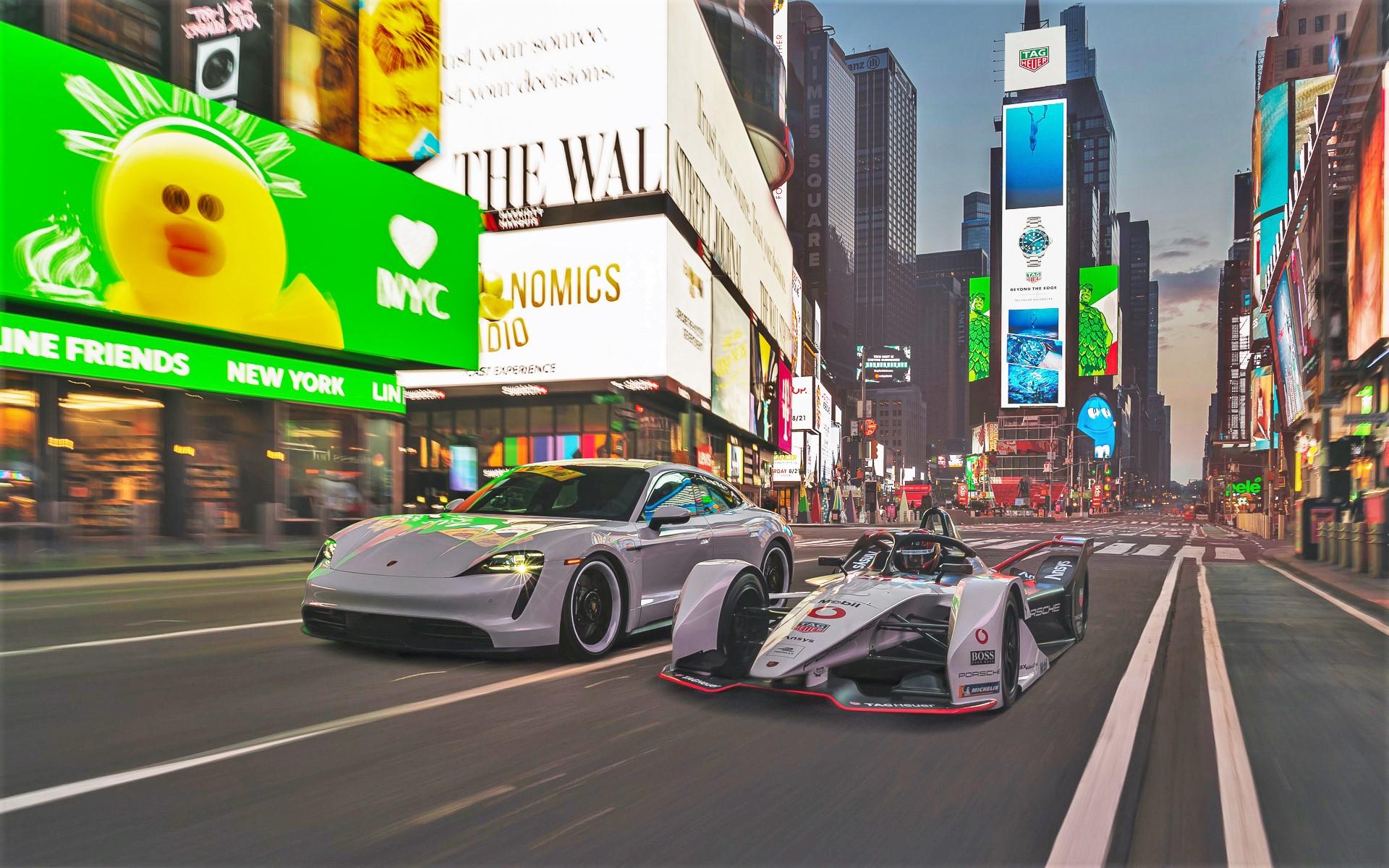 タイムズスクエアで撮影されたポルシェ 99Xエレクトリックレーサーとタイカン 4S