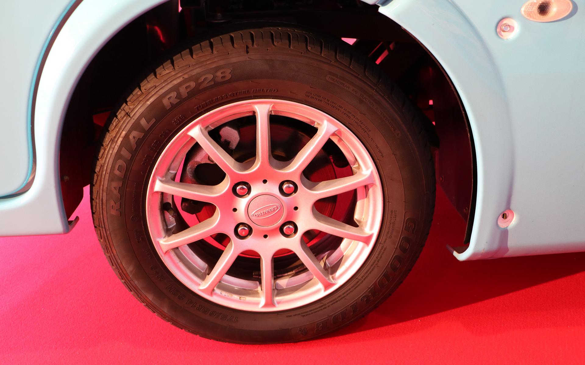 タイヤはGOODRIDEのエコタイヤRP28。サイズは175/65R14