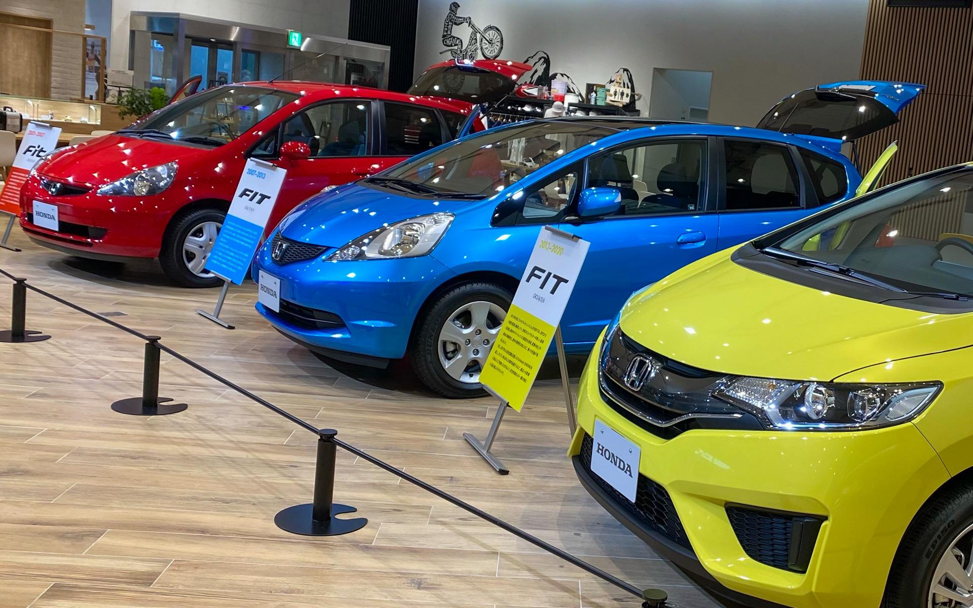 7月19日までHondaウェルカムプラザ青山で開催されている、FIT 20周年記念展「FIT HAPPY 20 YEARS」。赤・青・黄色のカラフルな初代・2代目・3代目に目を奪われました。あなたはどの顔が好みでしょうか?