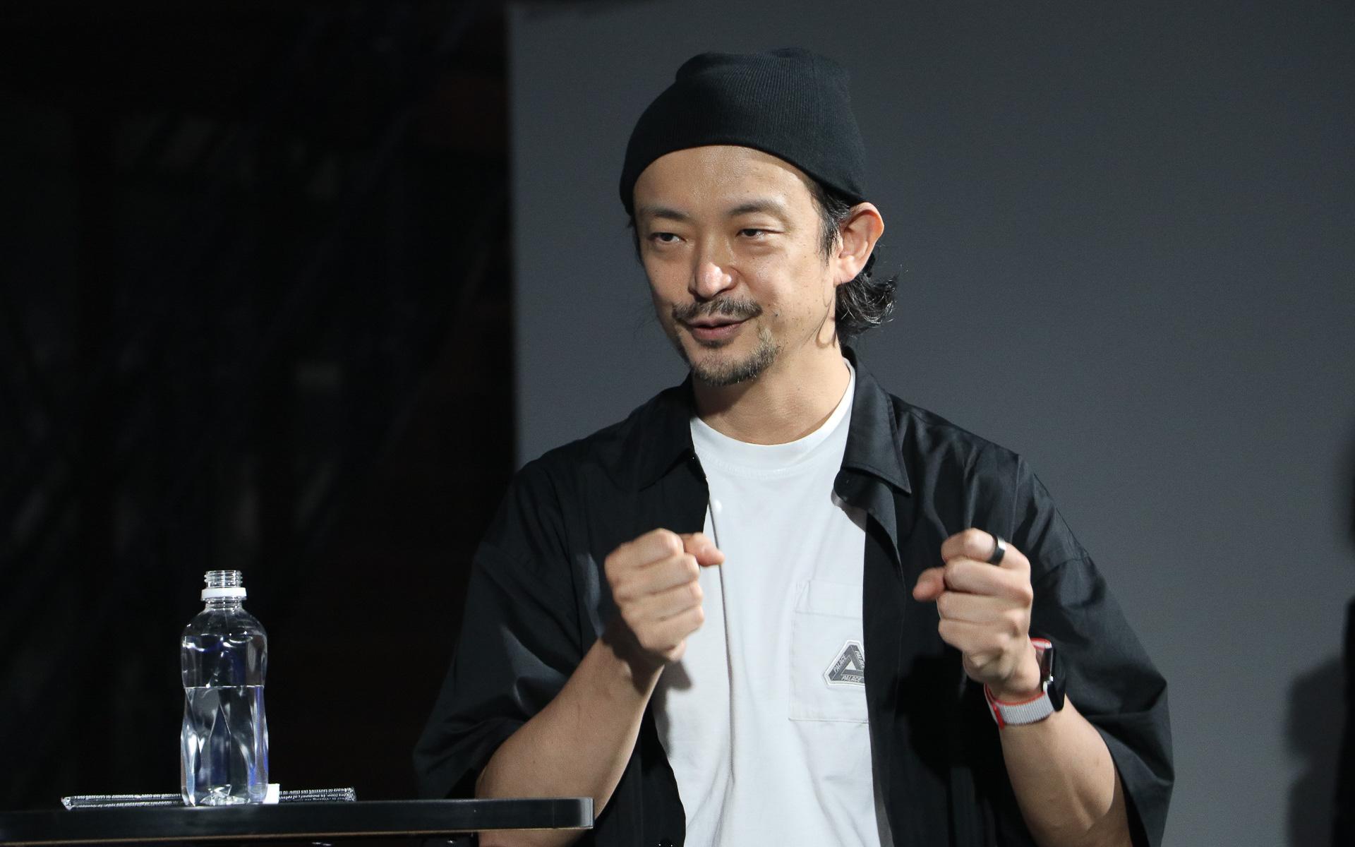 アーティスト、プログラマ、DJなど幅広い活動をしている真鍋氏