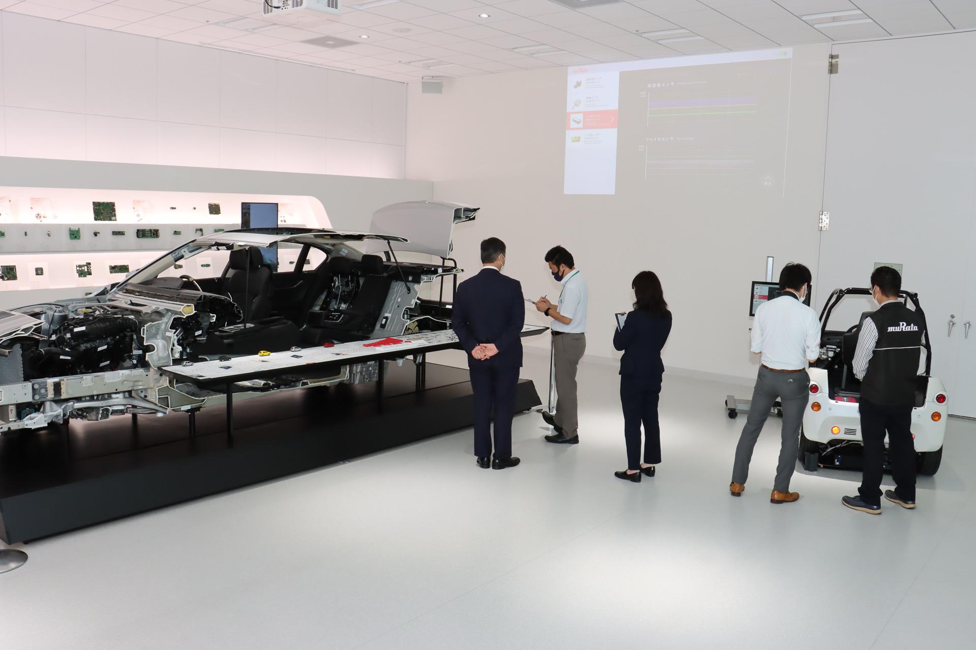 車両のカットモデルや村田製作所の製品などが並ぶMurata みらい Mobility