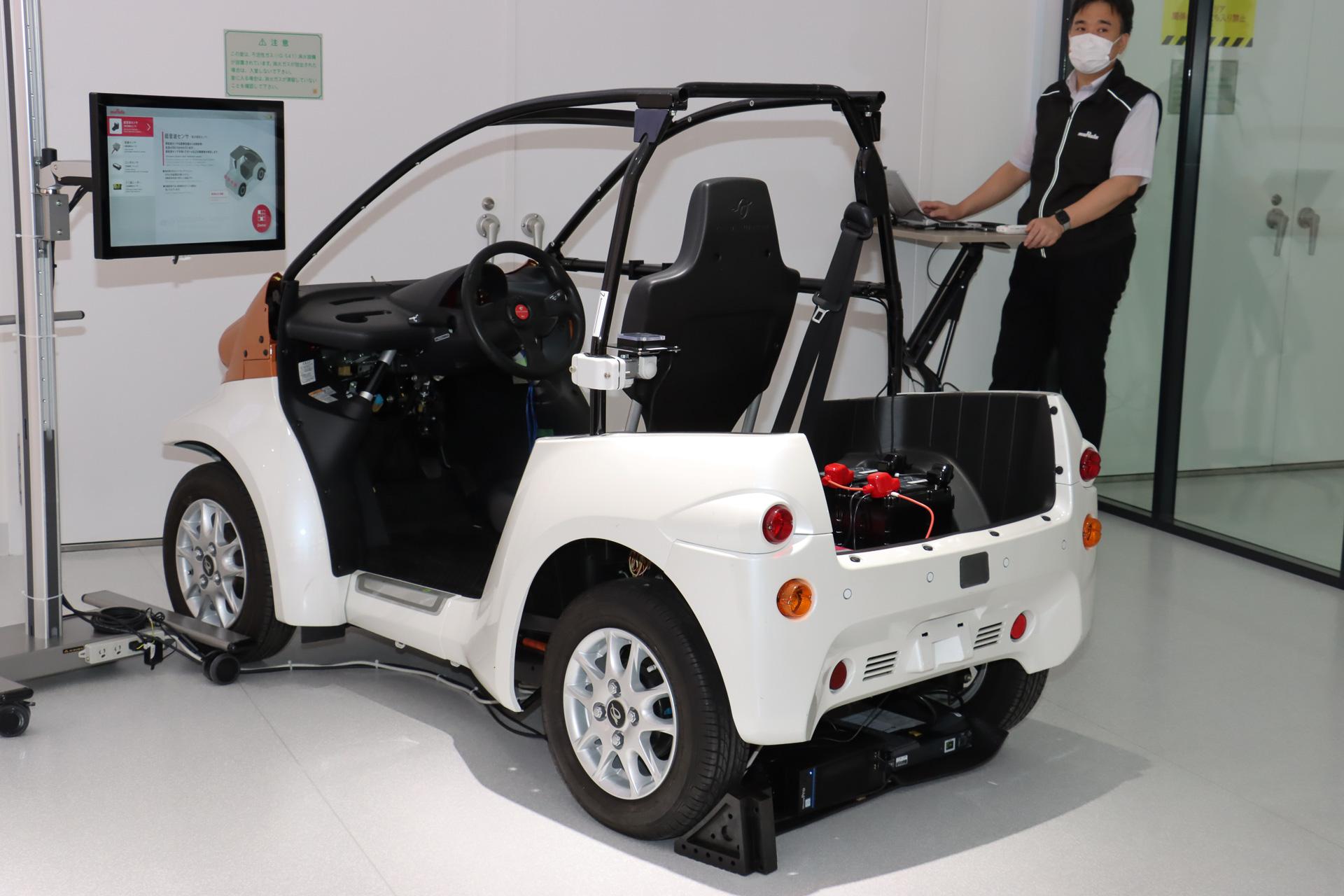 村田製作所のセンサー類が設置された超小型EVのデモ車両
