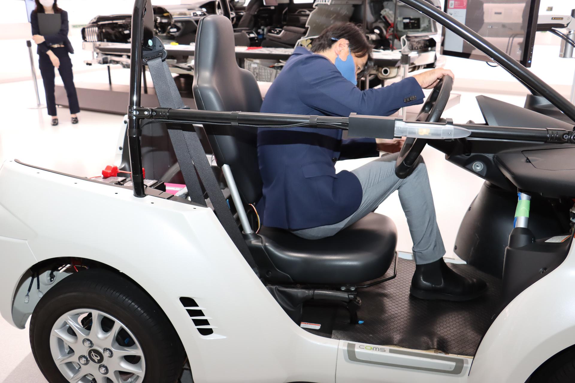 デモ車両に装着したシートの背もたれと座面に荷重センサーを内蔵。乗員は何かを身につけたりせず、ただ座るだけで利用可能
