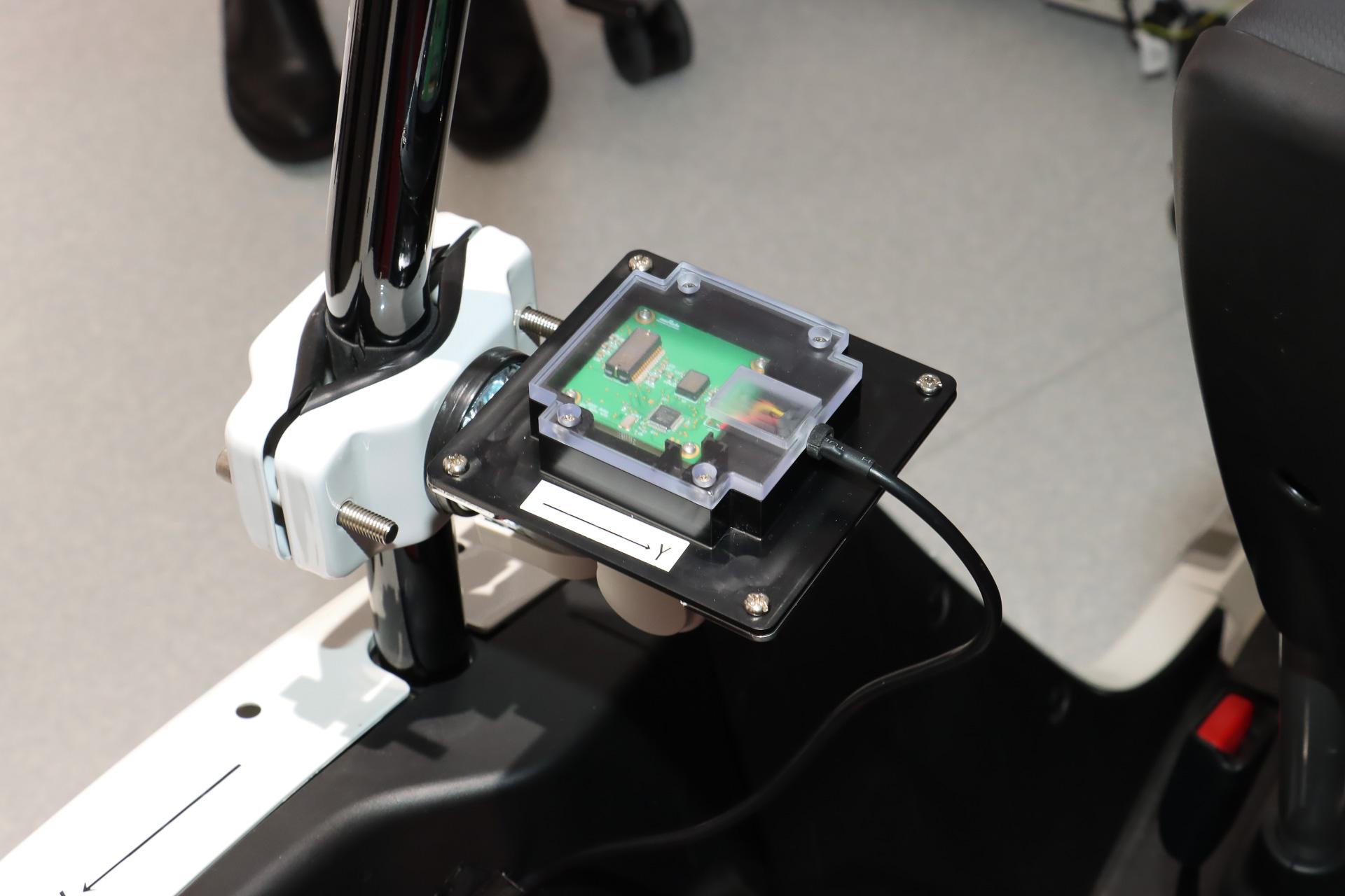 1つのチップで加速度センサーとジャイロセンサーの6軸情報を検出可能なコンボセンサー。精度と感度の高さもアピールポイントで、すでに量産が開始されている製品