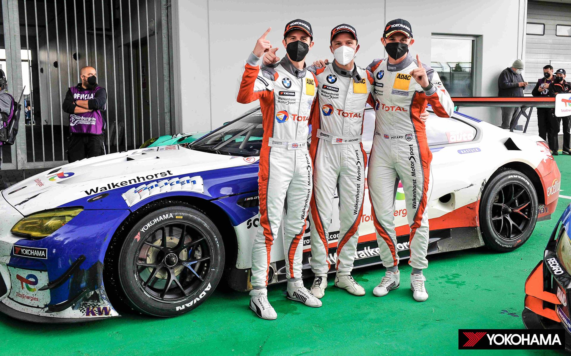 左からドライバーのBen Tuck選手、Christian Krognes選手、David Pittard選手
