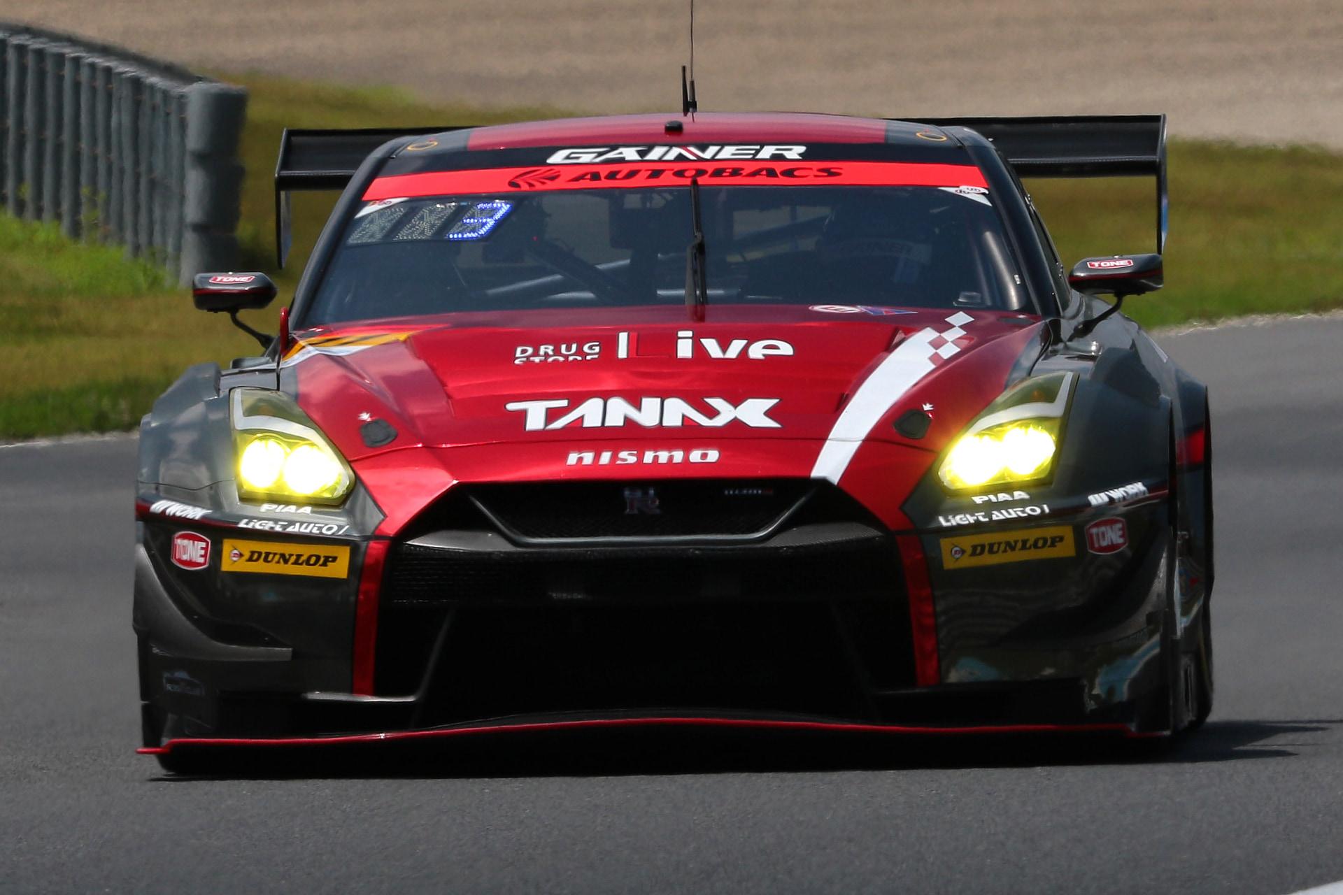 GT300でポールポジションを獲得した11号車 GAINER TANAX GT-R(平中克幸/安田裕信組、DL)